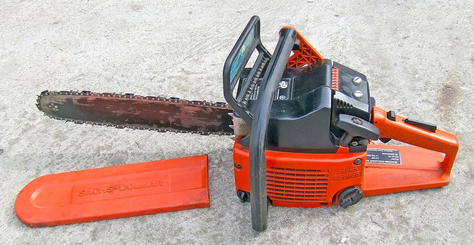 La tronçonseuse électrique, un outil idéal et adapté aux activités de jardinage